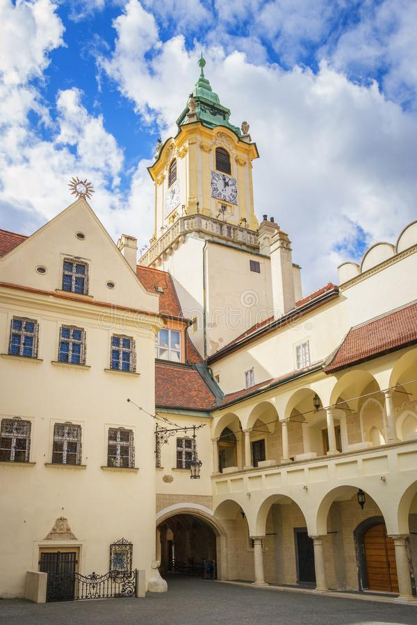 Gammalt stadshus av Bratislava, Slovakien royaltyfria foton