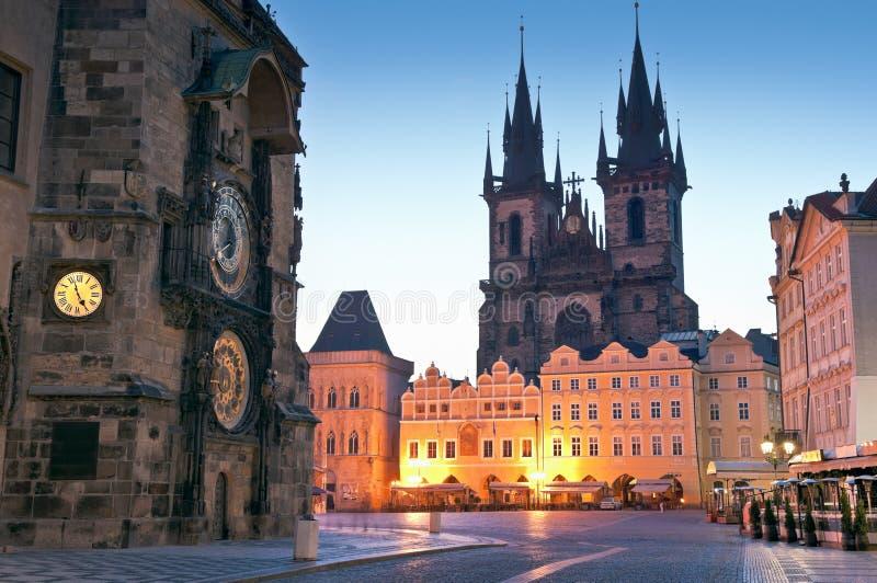 Gammalt stadshus, kyrka av vår dam Tyn, Prague arkivfoto