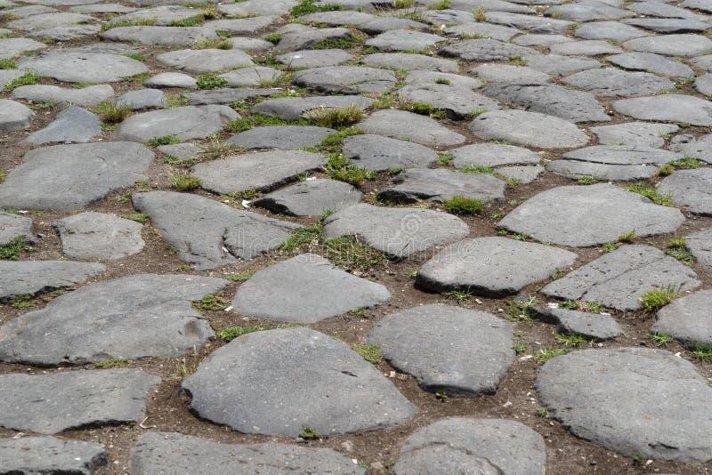 Gammalt stena den roman vägen i rome arkivfoto