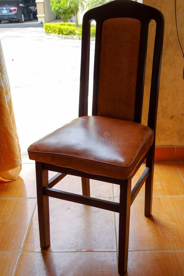 Gammalt stol och avbrott arkivfoto