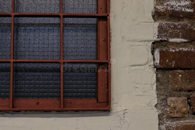 gammalt streckat fönster royaltyfri fotografi