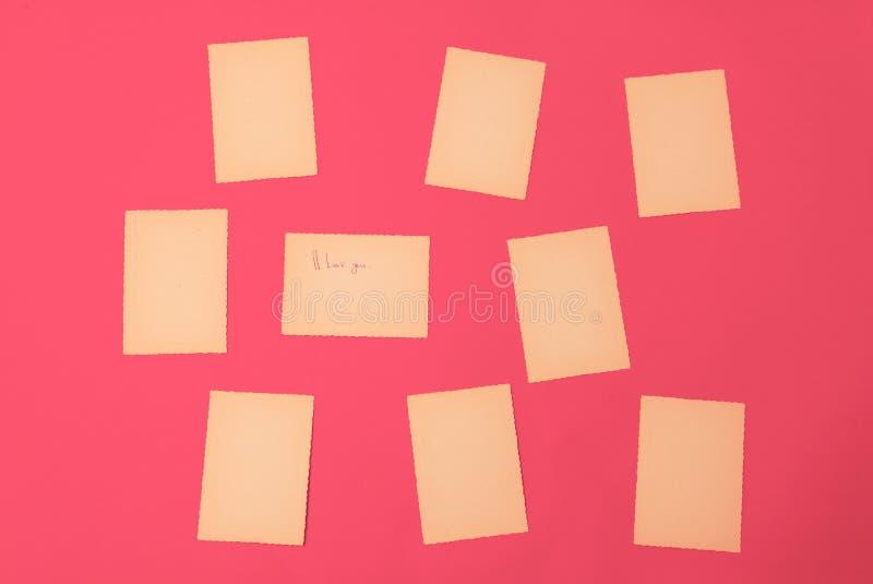 Gammalt tappningpapper ställde in den rosa röda lotten av meddelandet för brädet för påminnelsen för missiv för bokstaven för kan royaltyfria bilder