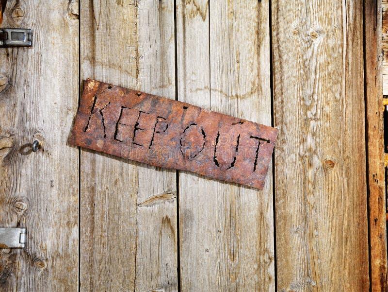 gammalt tecken för dörr fotografering för bildbyråer