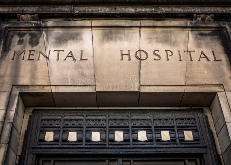Gammalt tecken för mentalt sjukhus arkivfoto