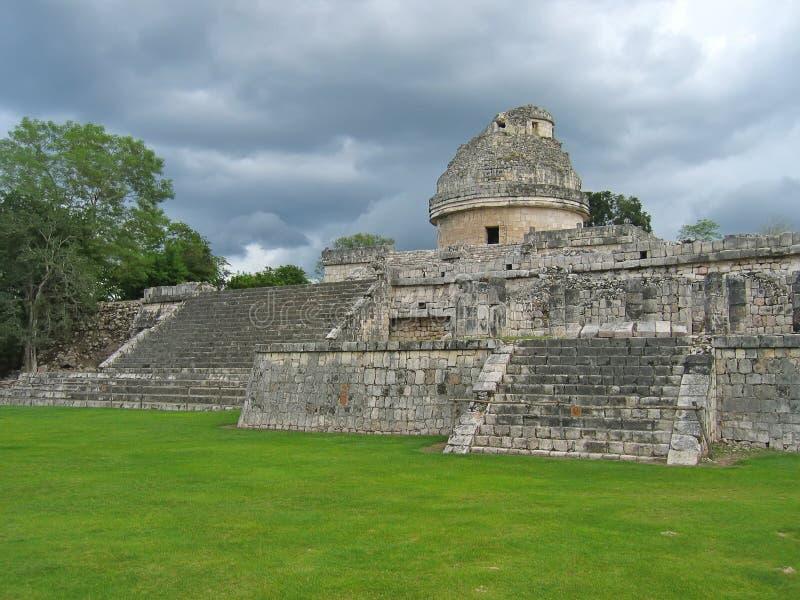 gammalt tempel för astronomisk maya arkivbilder