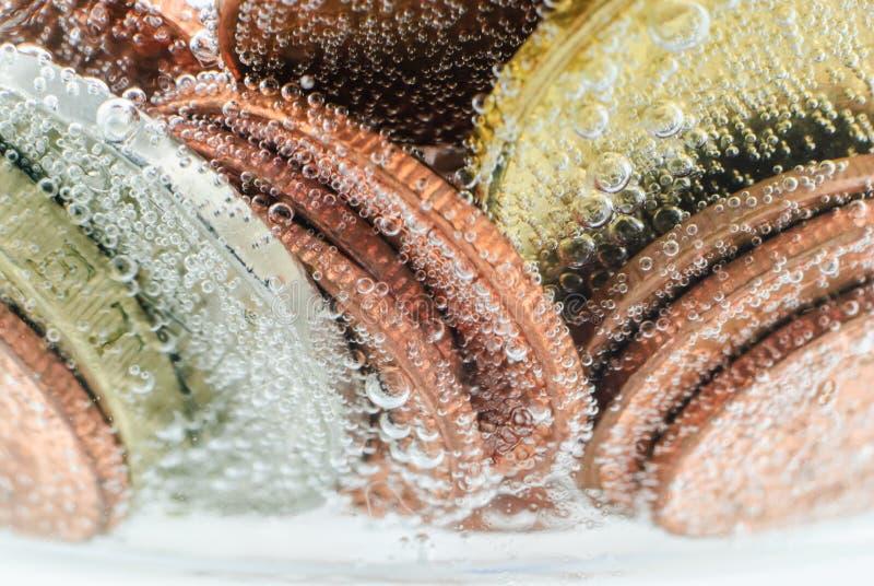 Gammalt thai mynt under vatten royaltyfria bilder