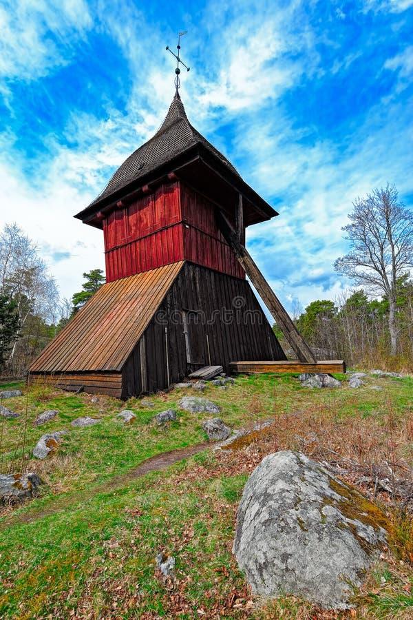 Gammalt torn för kyrklig klocka av Sigtuna, Sverige arkivfoton