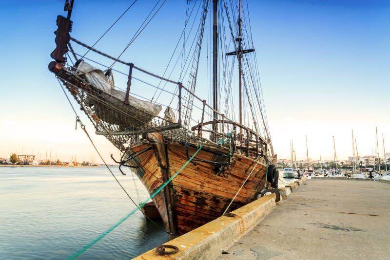 Download Gammalt Träfartyg I Portimao, Algarve, Portugal Arkivfoto - Bild av semesterort, liggande: 78725798