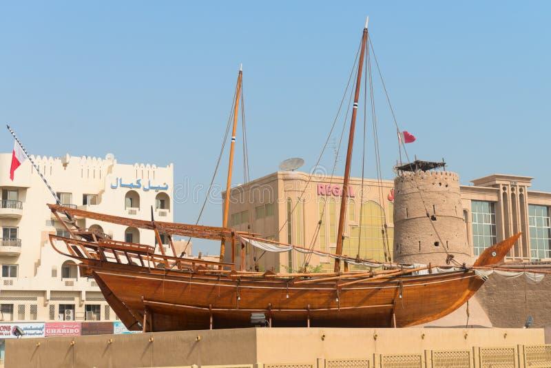 Gammalt traditionellt arabiskt dhowfartyg fotografering för bildbyråer