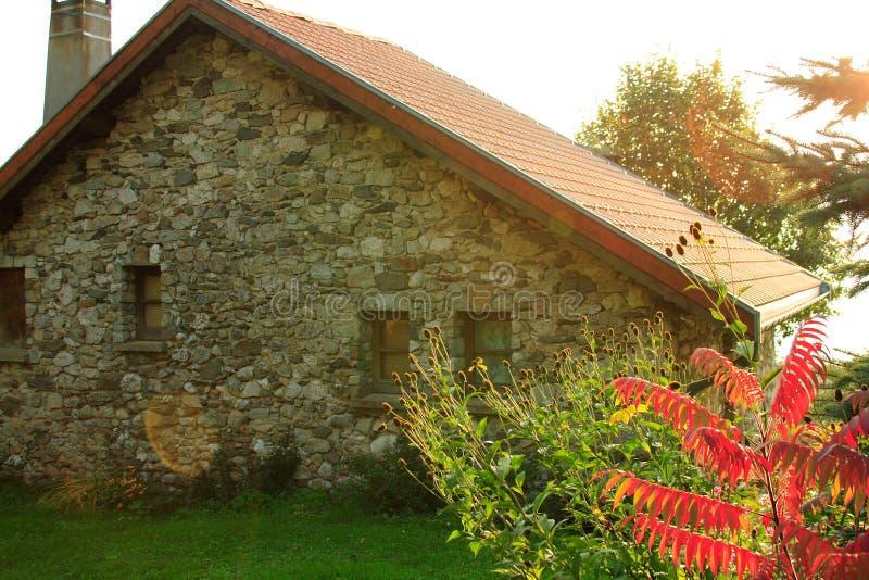 gammalt typisk för franskt hus royaltyfri bild