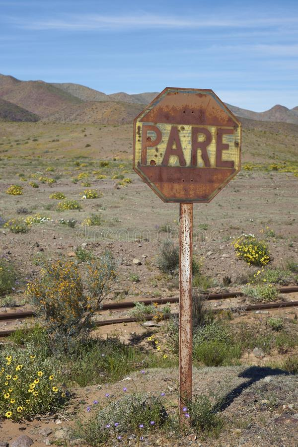 Gammalt underteckna in den Atacama öknen royaltyfri fotografi