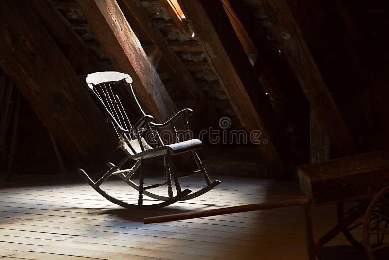 gammalt vaggande för stol arkivbilder