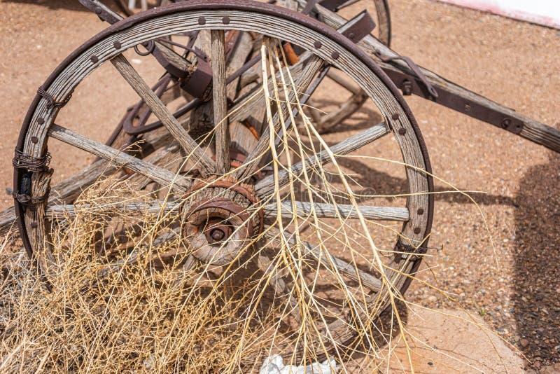 gammalt vagnhjul arkivfoto