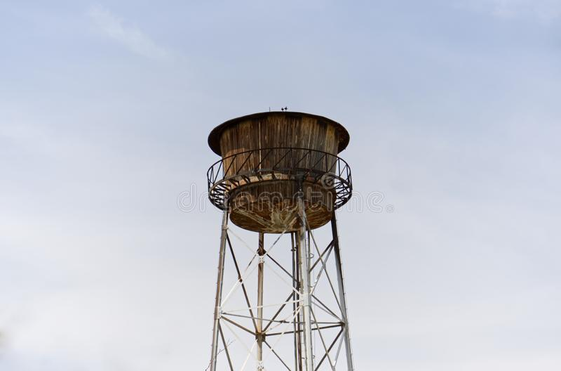 Gammalt vattentorn, vattenlagring fotografering för bildbyråer