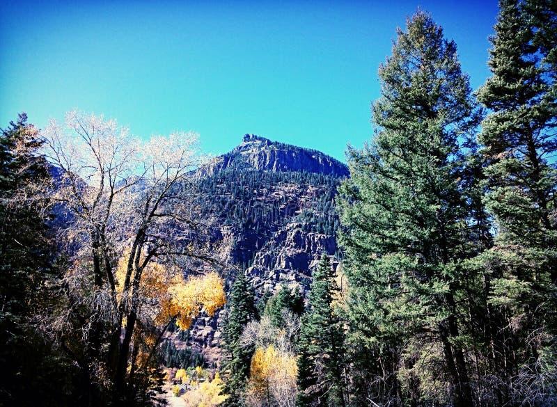 Gamme de montagne de deux milles d'hauteur photographie stock