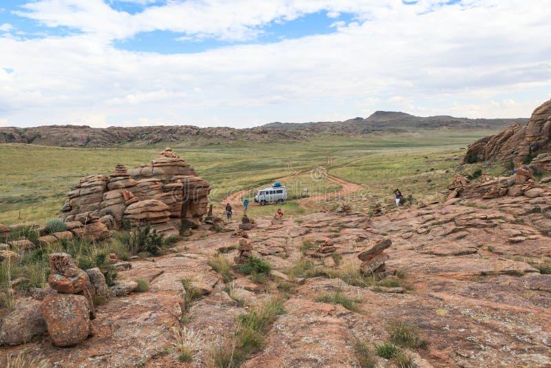 Gamme des montagnes en pierre dans du sud de la Mongolie images stock