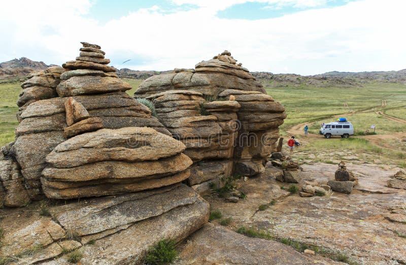 Gamme des montagnes en pierre dans du sud de la Mongolie photo stock