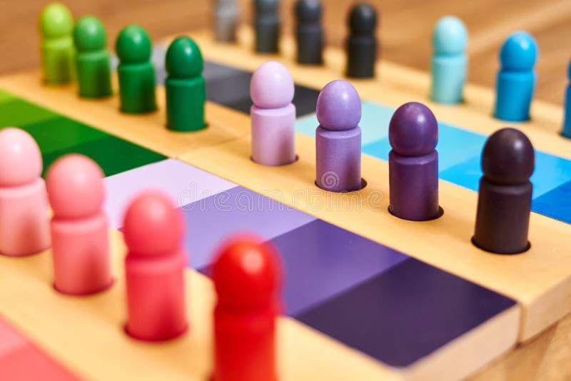 Gamme en bois de couleur de Montessori photos stock