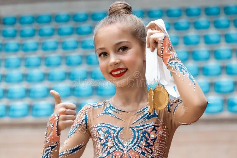 Ganador de la competencia de la gimnasia rítmica foto de archivo