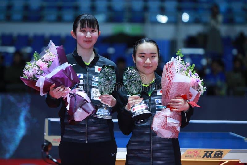 Ganadores HAYATA JPN y Mima ITO de los dobles de las mujeres imagen de archivo libre de regalías