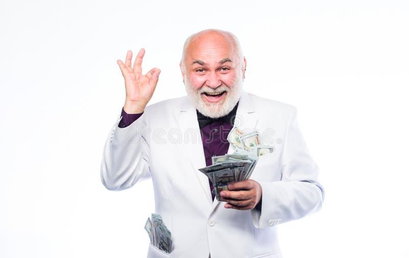 Ganancias de la loter?a ?xito de asunto riqueza el hombre maduro rico tiene porciones de dinero hombre barbudo maduro con el dóla imagen de archivo
