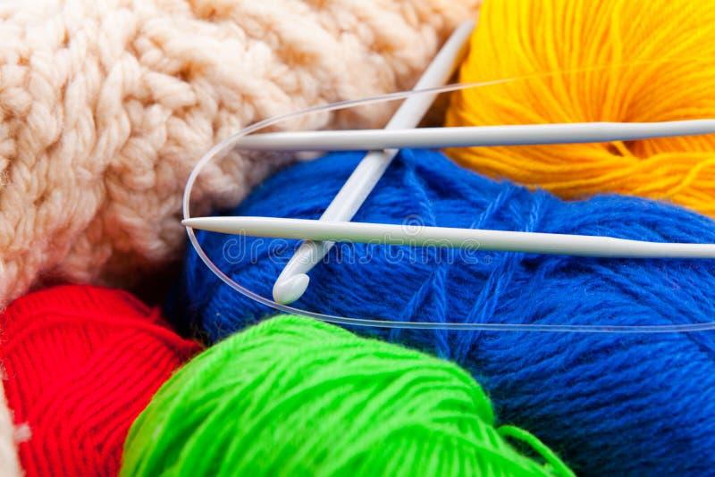 Gancho e raios de Crochet para fazer malha foto de stock