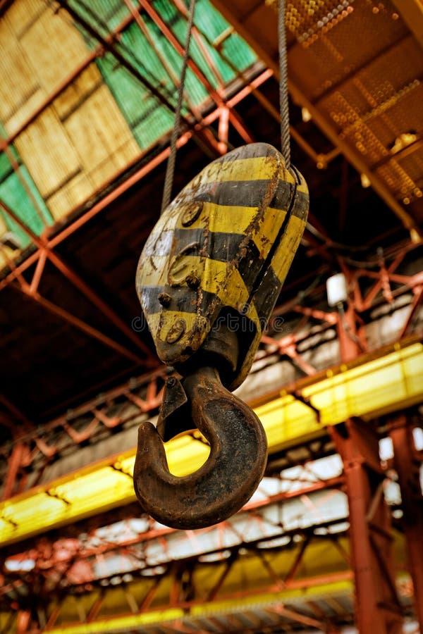 Gancho industrial amarelo fotografia de stock royalty free
