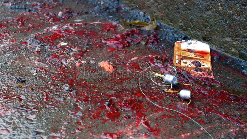 Ganchos triplos usados pescando a colocação no sangue fotografia de stock