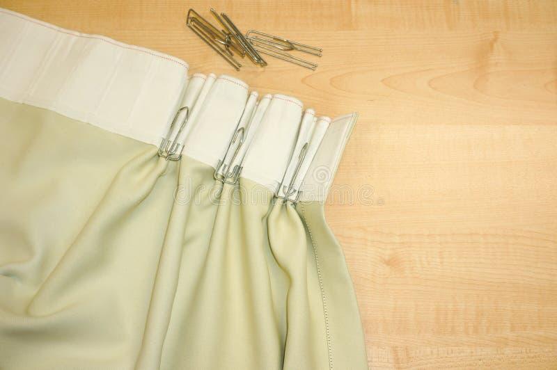 Ganchos y cortina de la cinta de la cortina del acero inoxidable fotografía de archivo