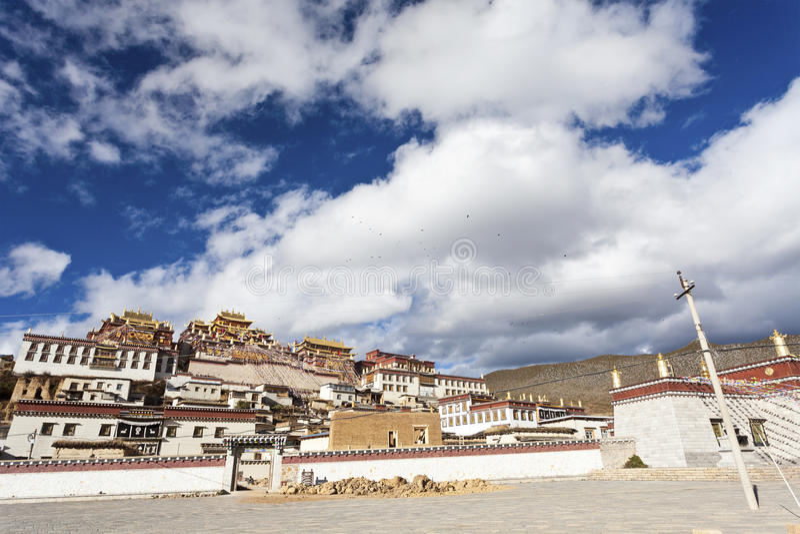 Ganden Sumtseling Kloster in Shangrila, China. stockfotos