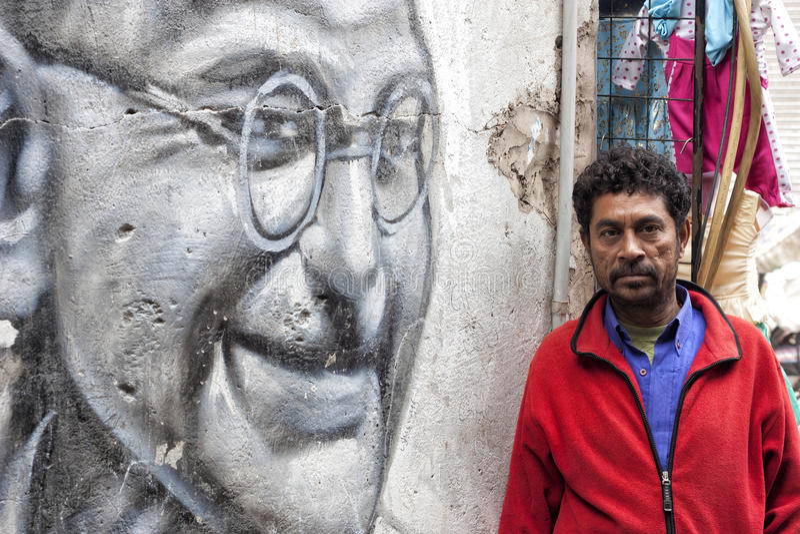 Gandhi et homme du peuple image libre de droits