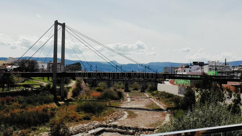 Gandias Hängebrücke über dem Fluss Serpis lizenzfreie stockfotografie