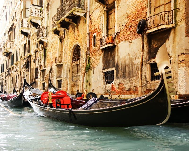 gandola乘驾传统威尼斯 免版税图库摄影