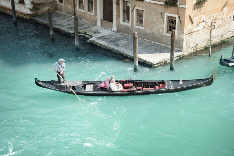 Gandola tradicional de Venecia fotos de archivo