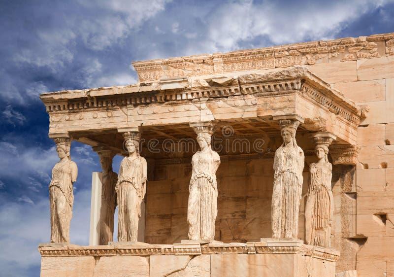Ganeczek kariatydy przy sławną antyczną Erechtheion Grecką świątynią na północnej stronie akropol Ateny w Grecja obrazy royalty free