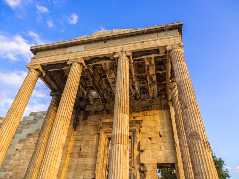 Ganeczek Poseidon świątynia jako część Erechtheion na akropolu, Ateny, Grecja przeciw niebieskiemu niebu obrazy stock