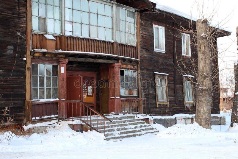 Ganeczek stary drewniany dom w Syberia obrazy royalty free