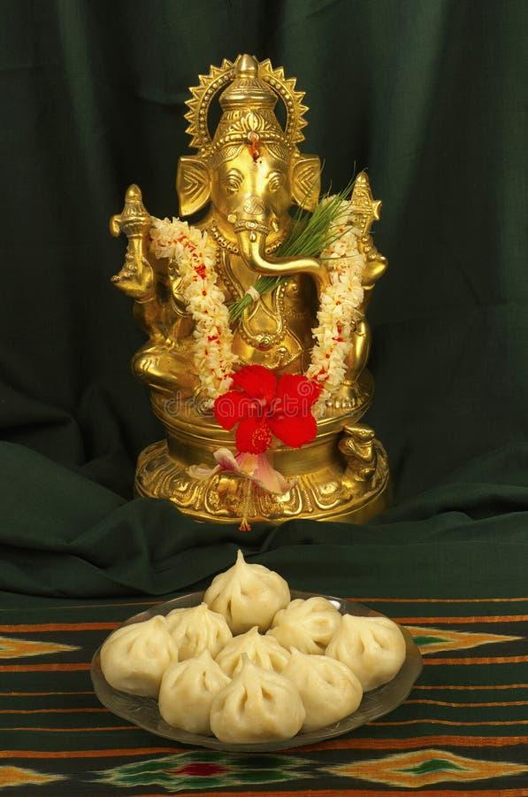 Ganesh et modak, un bonbon maharashtrian typique, Pune, maharashtra, Inde photos stock