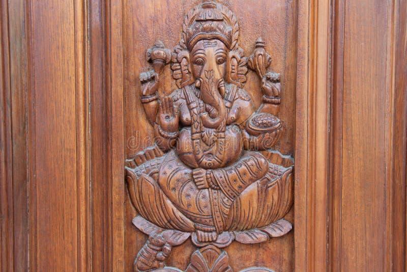 Ganesha sur la porte de Teakwood photo libre de droits