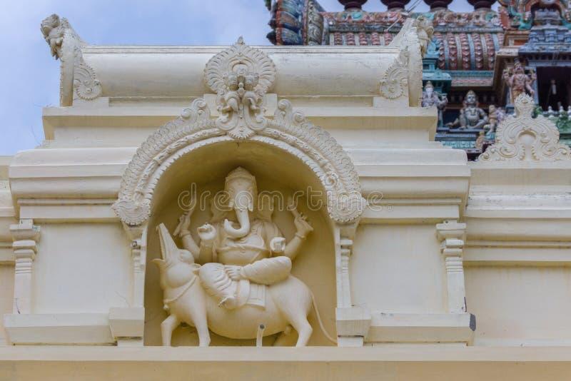 Ganesha sur son rat au temple de Pillayarpatti Karpaga Vinayagar image libre de droits