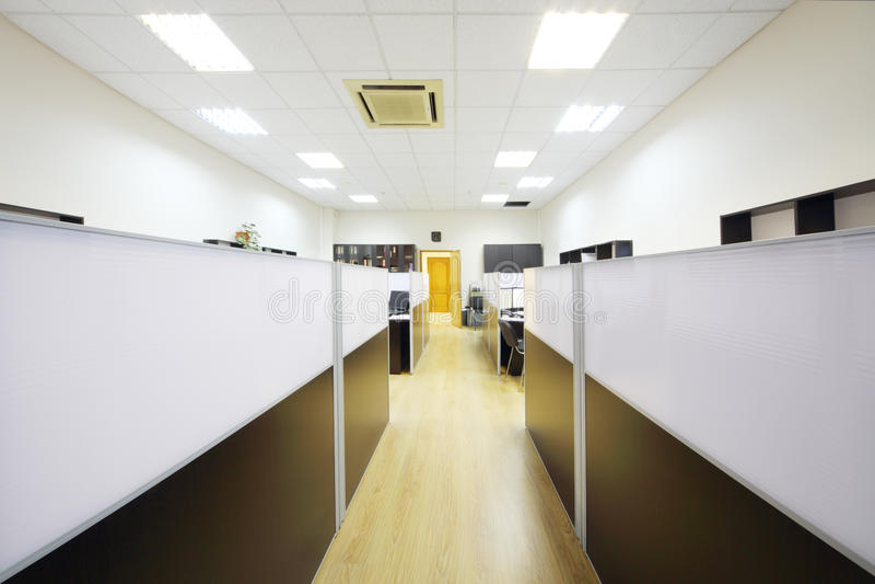 Gang en werkplaatsen met Desktops stock fotografie