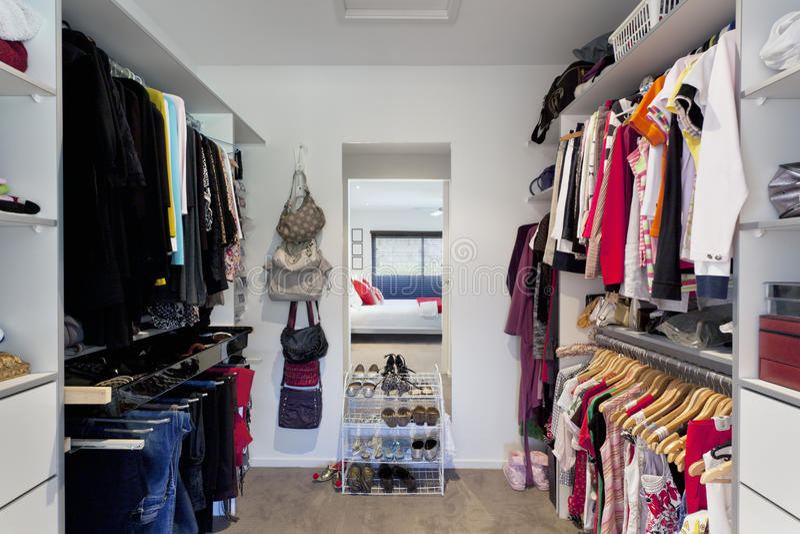 Gang in garderobe royalty-vrije stock afbeelding