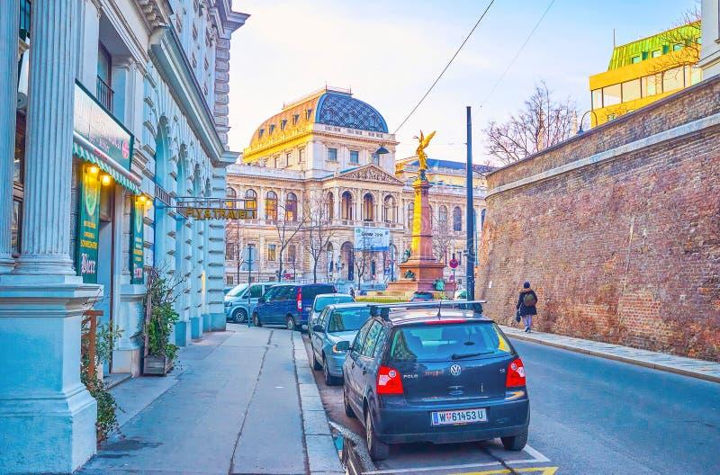 Gang langs middeleeuws bastion in Wenen, Oostenrijk royalty-vrije stock foto's
