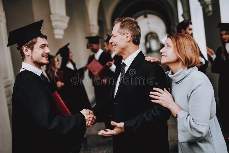 Gang moeder vader zoon ouders relaties royalty-vrije stock afbeelding