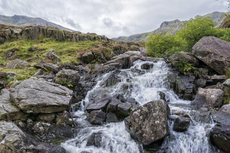 Gang op van Noord- y Garn Snowdonia Wales het UK royalty-vrije stock fotografie