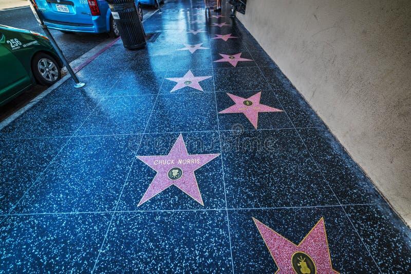 Gang van bekendheidssterren in Hollywood-boulevard stock afbeelding