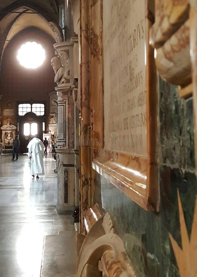 Gang van Benedictinekerk, Rome, Italië stock afbeelding