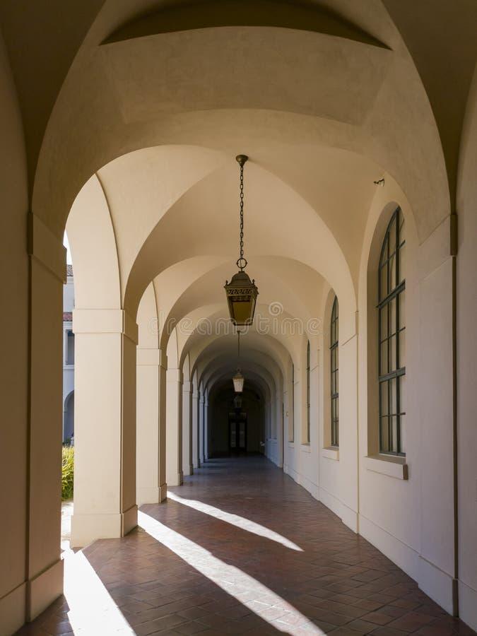 Gang van het mooie Stadhuis van Pasadena in Los Angeles, Californië stock foto's