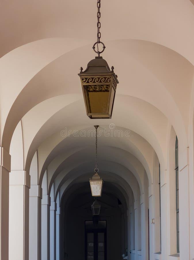 Gang van het mooie Stadhuis van Pasadena in Los Angeles, Californië stock afbeelding