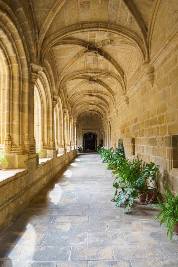 Gang van klooster van het Santo Domingo-klooster in Plasencia, Spanje stock fotografie